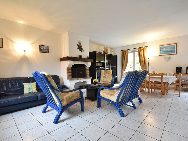 Holiday home, green surroundings, near the seaside town of Etretat, free parking, holiday rental in Etretat