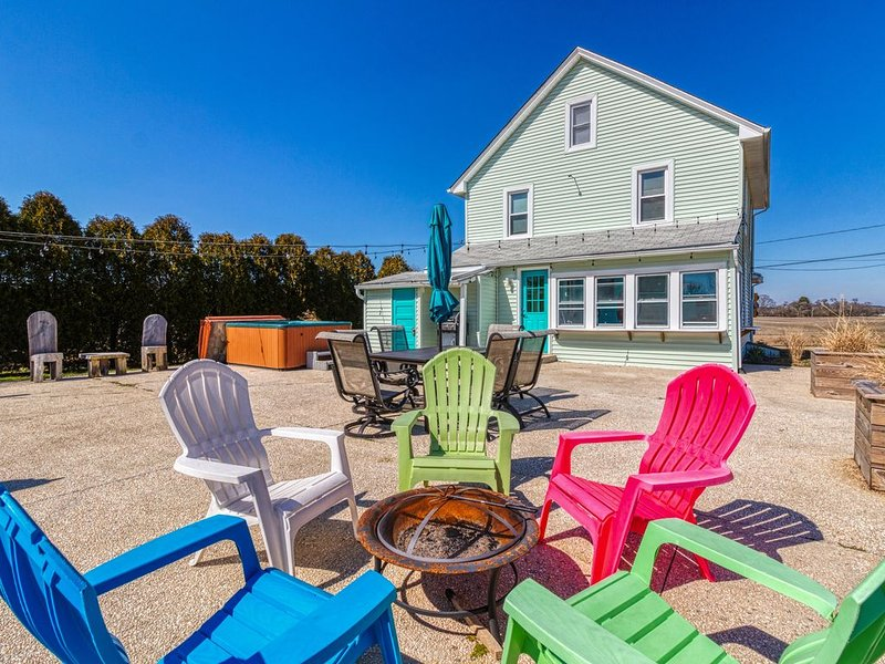 Renovated, family-friendly cottage w/ hot tub & plenty of privacy!, casa vacanza a Ocean Pines