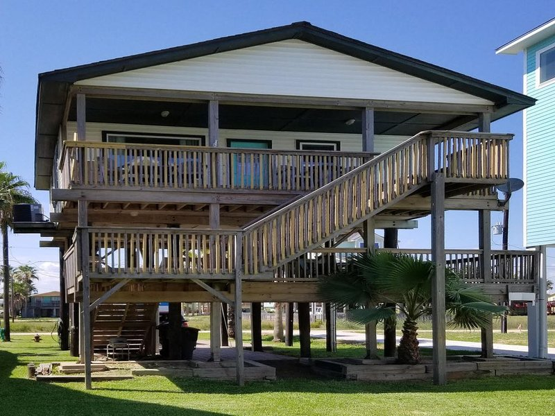Dog-friendly home with ocean views, peaceful location, and spacious shaded deck!, holiday rental in Bayou Vista