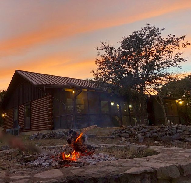 YOUR SUMMER DESTINATION:  HUNT, TX  where the Guadalupe River awaits you!, location de vacances à Hunt