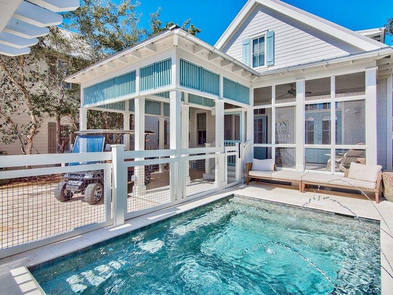 Private Heated Pool. 6 Seater GEM Cart. Coastal stunner steps to beach, alquiler vacacional en Grayton Beach