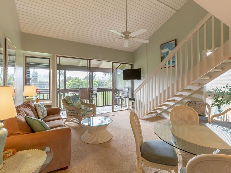Beautiful 2nd Floor Condo - Wifi, Mountain & Golf Course views, holiday rental in Kahuku