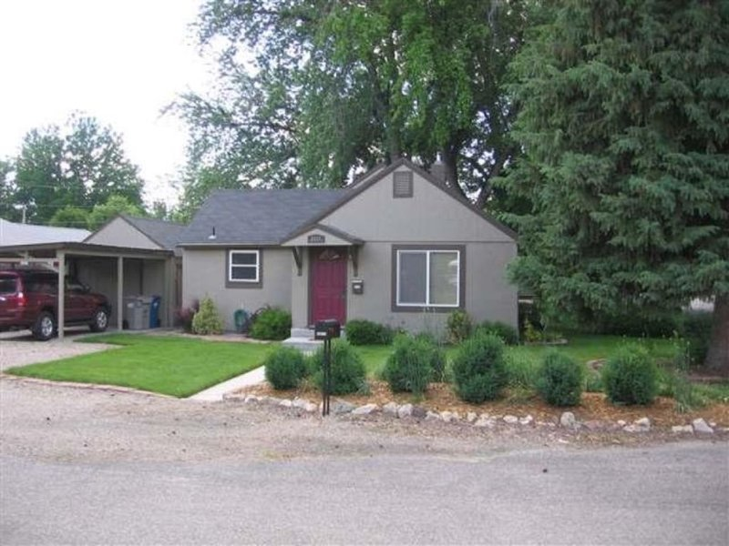Summer Cottage! Near Foothills, Greenbelt, Downtown, Whitewater Park, alquiler de vacaciones en Boise