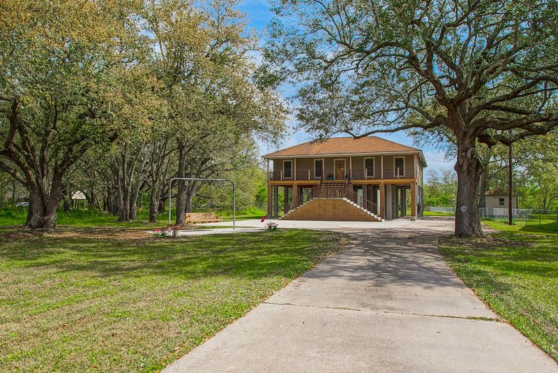 Bayou Paradise on 3 acres just 30 minutes from New Orleans and French Quarter, holiday rental in Lafitte