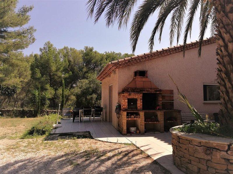 VILLA WING with terrace, garden, barbecue 10 minutes from the beach, location de vacances à La Ciotat