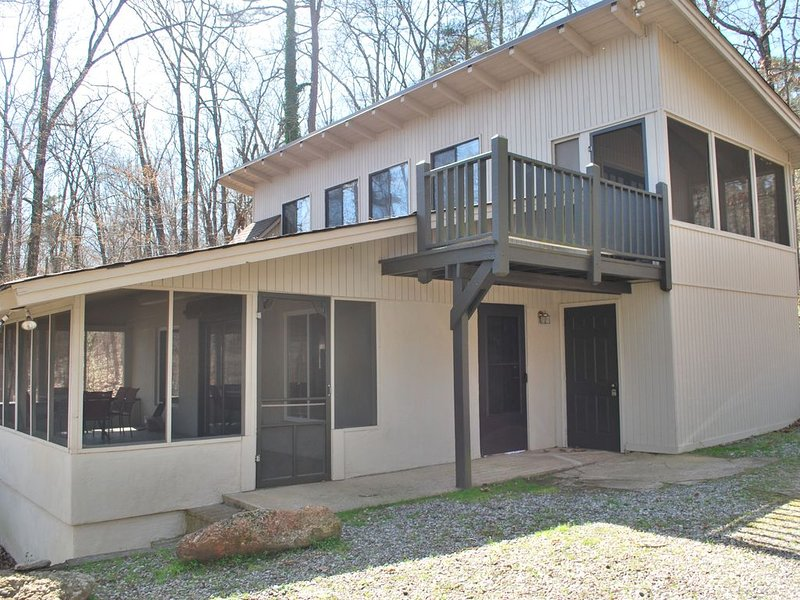 Deep Water, South Lake, Steps to the Water, Great View, Pets Ok!, vacation rental in Flowery Branch