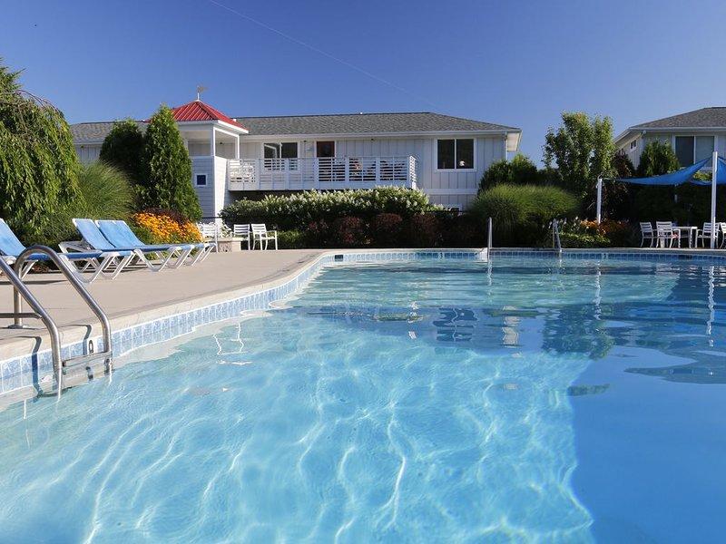 2 bedroom 2 bath condo close to everything, holiday rental in Douglas