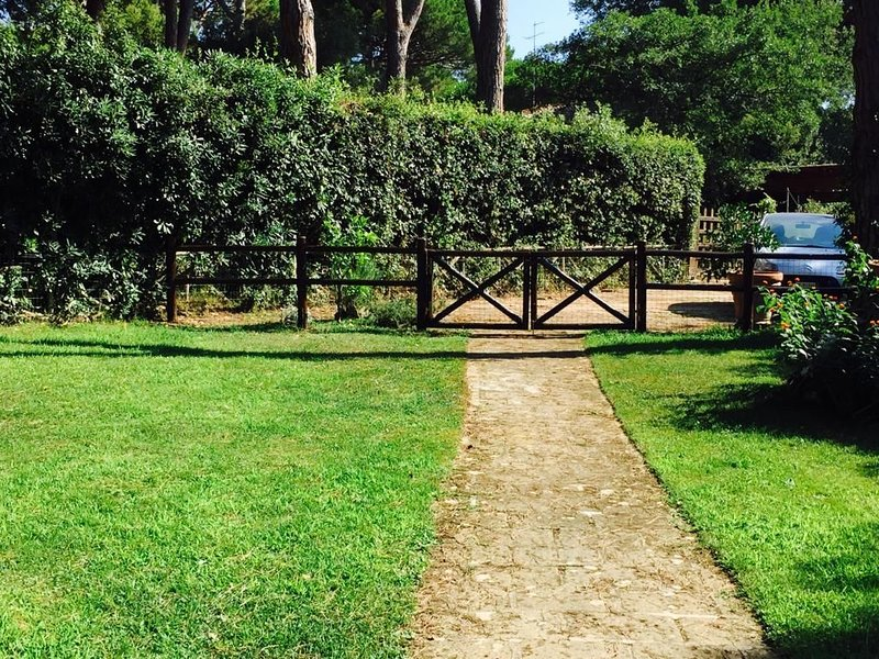 Villa Bifamiliare a 5 minuti a piedi dal mare di Punta Ala | LAST MINUTE 1 -7.07, holiday rental in Punta Ala