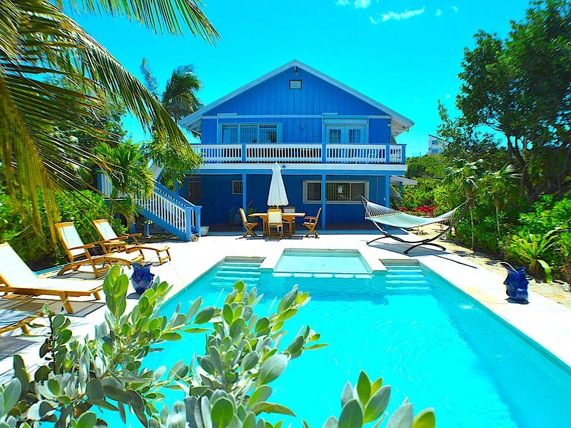 An Island Getaway, Private, close to Grace Bay Beach - SPECIALS!, location de vacances à The Bight Settlement