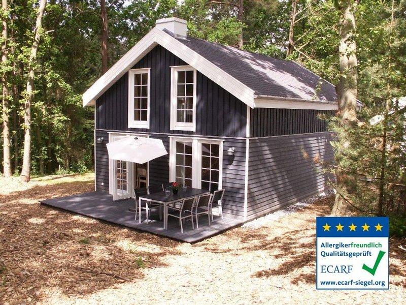 Ferienhaus mit Sauna, Whirlpool und Internet - nur 200 m vom Strand entfernt, holiday rental in Ostseebad Baabe