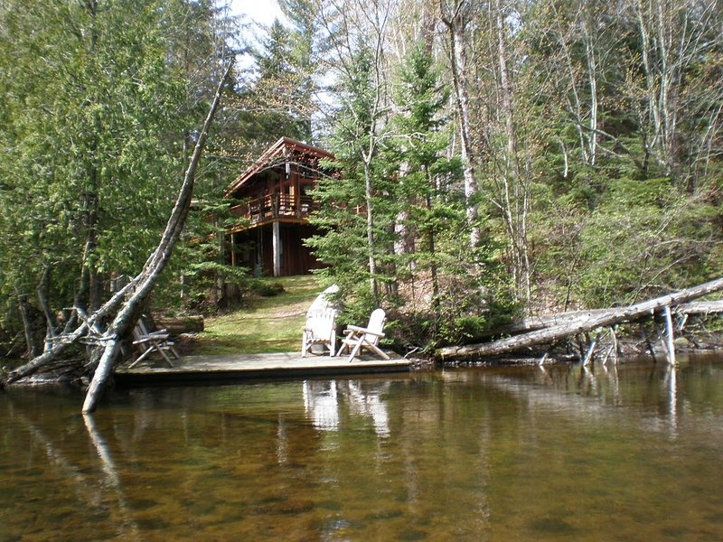 Tranquil Brule River, Nature Lover and Fisherman's Retreat., alquiler de vacaciones en Barnes