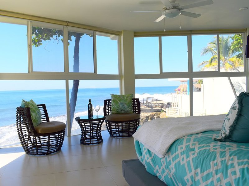 NEWLY REMODELED OCEAN FRONT FARALLON BEACH HOUSE!!!, holiday rental in El Tunco