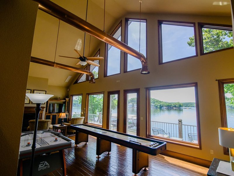 Family Fun Lakefront Home #10. Booking for 2021, holiday rental in Climax Springs