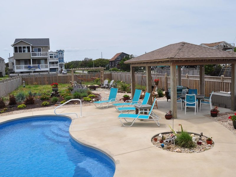 Ocean View, Private Saltwater Pool, Direct beach access,  sleeps 12, new!, holiday rental in Kill Devil Hills