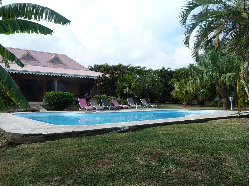 Jolie villa créole en bord de mer avec piscine dans quartier résidentiel calme, holiday rental in Le Vauclin