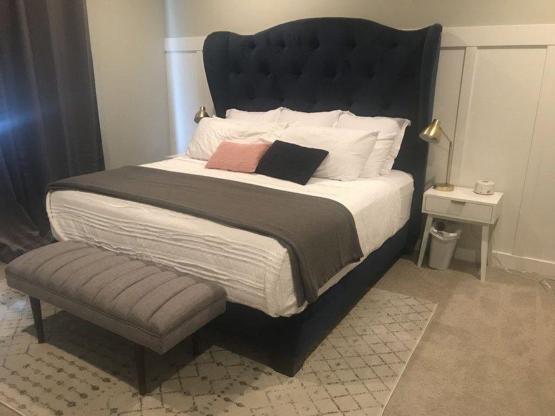 Large 3700 Sq Ft Home! 5 Bedrooms, 3.5 Baths With Huge Kitchen, location de vacances à Saratoga Springs