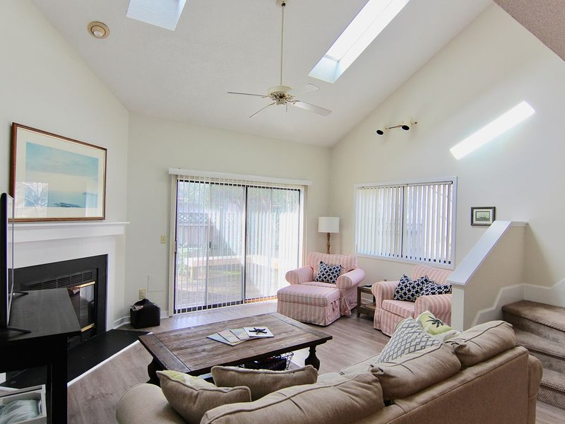 Charming townhome minutes from Wrightsville Beach, vacation rental in Wilmington