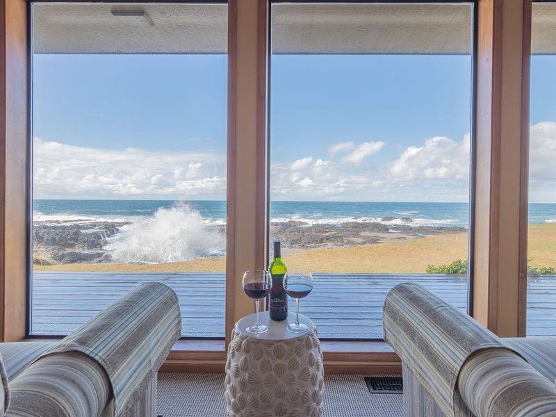 WE ARE RENTING! AWESOME VIEW!, vacation rental in Yachats