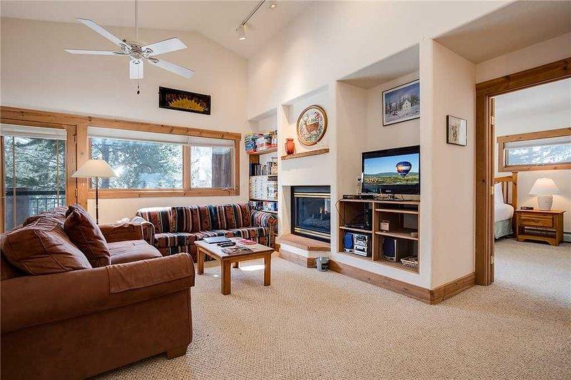 Beautiful home / Private Garage / Quiet setting - DISCOUNTED RATES AVAILABLE!!!!, location de vacances à Oak Creek