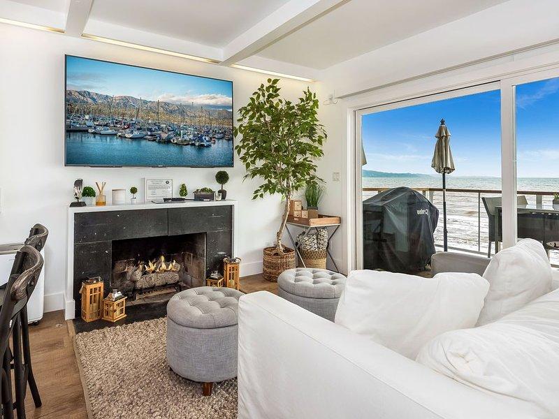 Contemporary Santa Barbara beach-front unit, holiday rental in Montecito