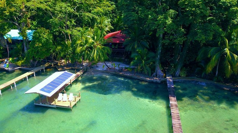 Stunning eco home overlooking the Caribbean, vacation rental in Bocas del Toro Province