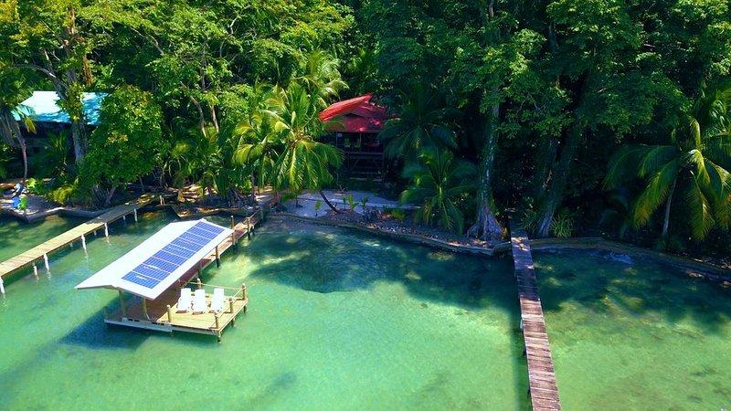 Stunning eco home overlooking the Caribbean, alquiler de vacaciones en Isla Bastimentos