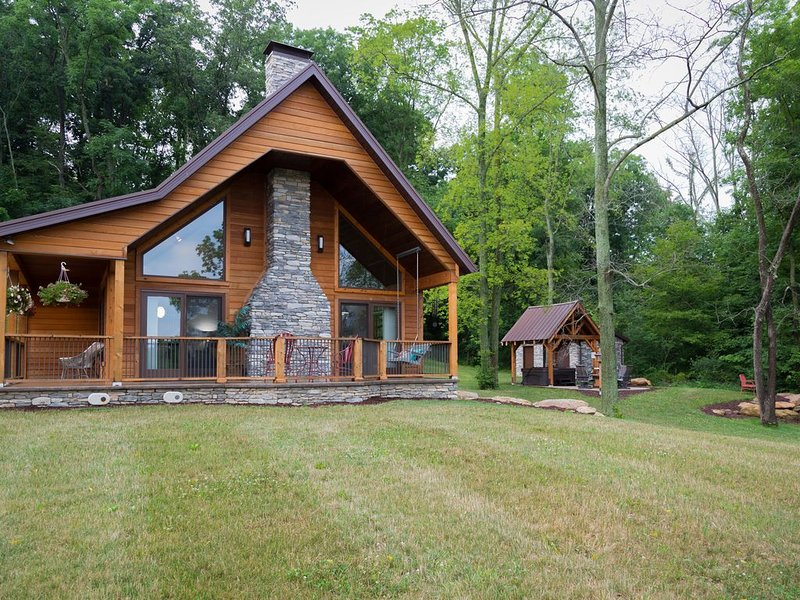 The Oasis Retreat Cabin In Ohio's Amish Country, holiday rental in Millersburg