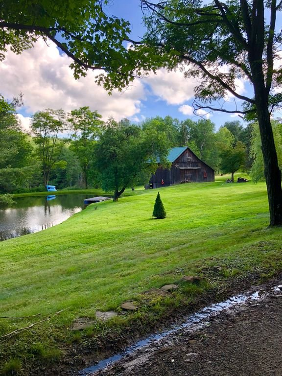 Grange et étang