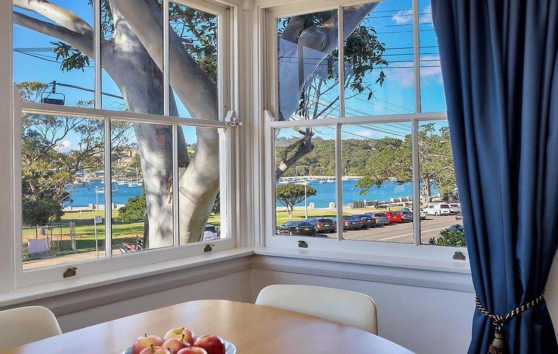 Balmoral Beachfront Apartment, vacation rental in Mosman