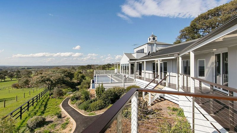 South Hampton - The Residence, holiday rental in Red Hill