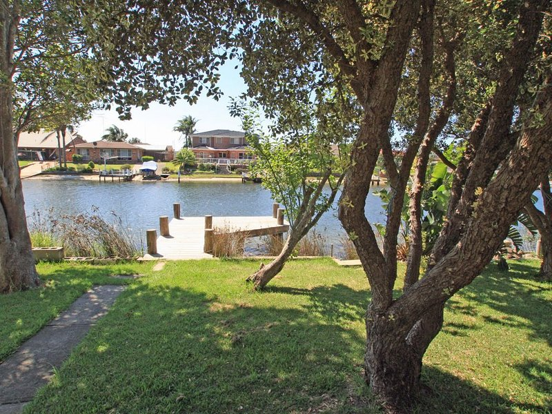 Waterfront Delight on Cater, holiday rental in Sussex Inlet