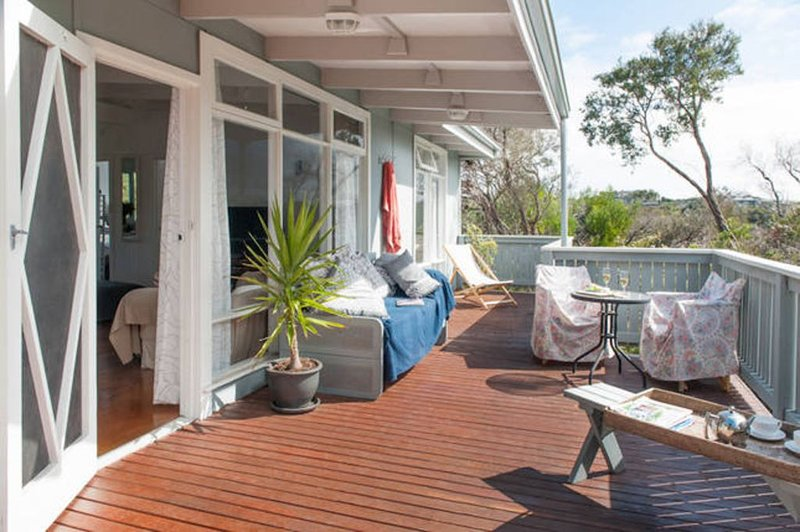 Ocean Whispers Sorrento - Complimentary late checkout on Sundays (Pet Friendly), holiday rental in Sorrento