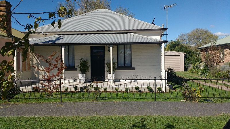 Cosy cottage - walk to town, holiday rental in Nashdale