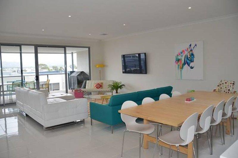 Family Beach Getaway - Martha Cove - Safety Beach, vacation rental in Merricks North