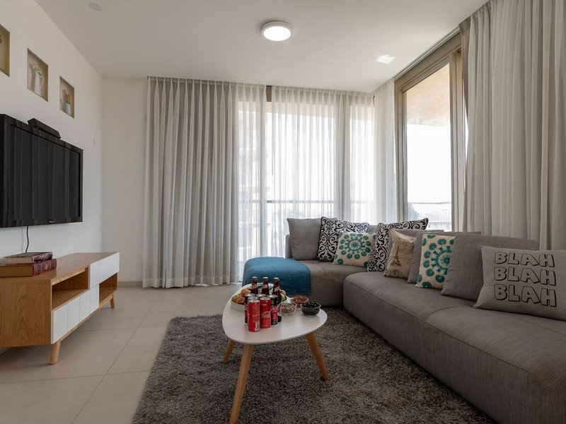 Enjoy Views of Jerusalem from Chic Flat, holiday rental in Kfar Adumim