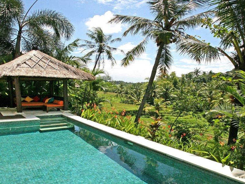 Villa Abadi In The Heart Of Bali's Terraces - Lonely Planet Hip Homestay!, casa vacanza a Kediri
