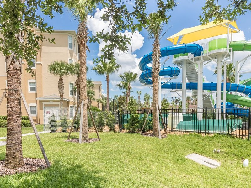 Stylish 3 bed / 2 bath condo RIGHT NEXT TO THE POOL AND CLUBHOUSE!., holiday rental in Four Corners