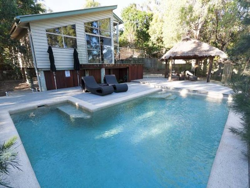 Longboard Beach House - WiFi (unlimited) & Pet Friendly, holiday rental in Sunrise Beach