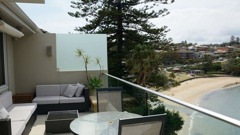 Beachfront Penthouse Apartment, vacation rental in Manly