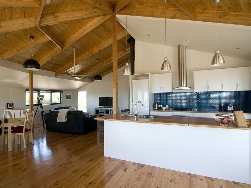 Still Windy Couple's Retreat, vacation rental in Stokes Bay