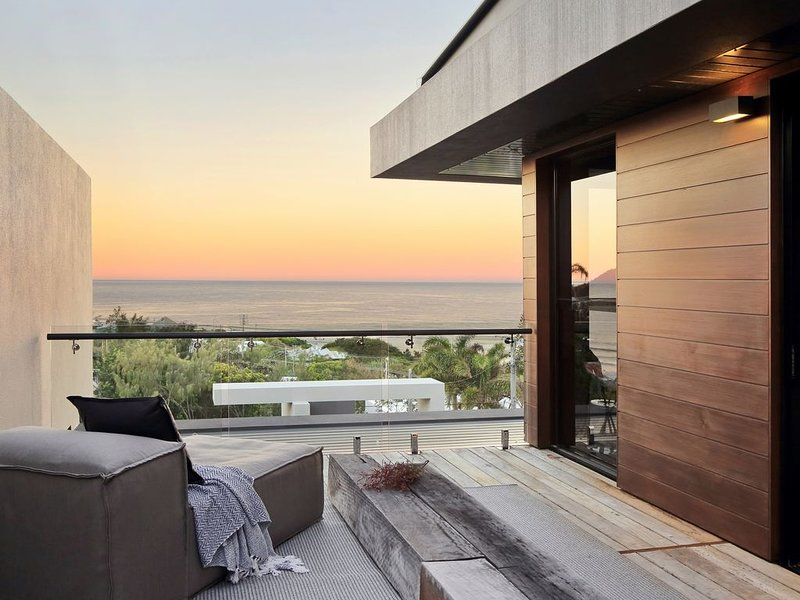 Thirteen Bowman -Architectural designed beach chic, holiday rental in Sunrise Beach