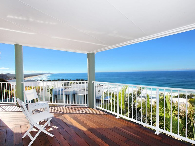 LUXURIOUS OCEAN VIEW VACATION HOME, vacation rental in Coolum Beach