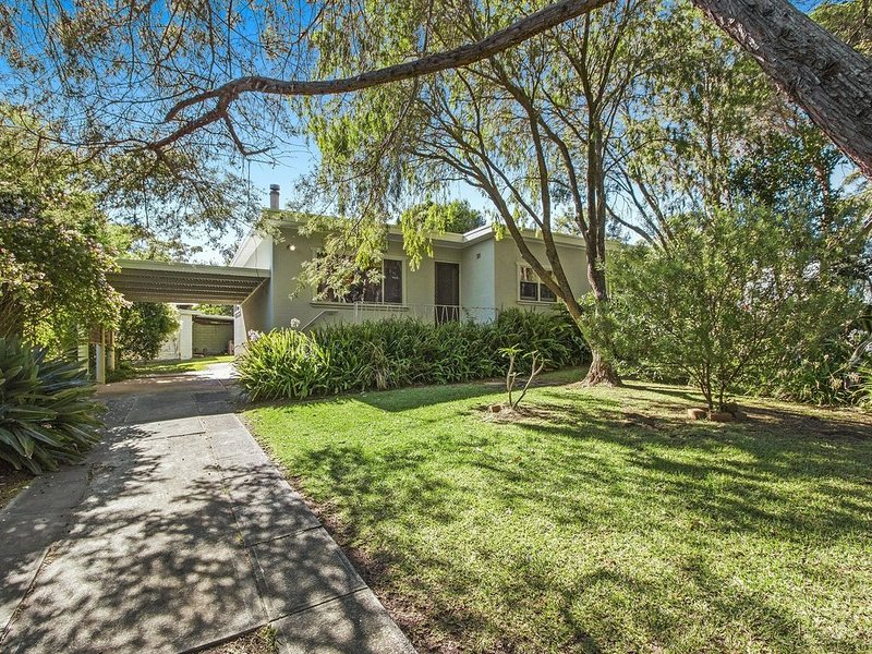 Rare find in Bendalong walk to beaches and cafe., holiday rental in Bendalong