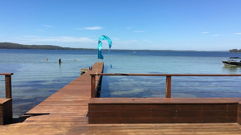 Boathouse on the water- natural getaway, holiday rental in Jervis Bay