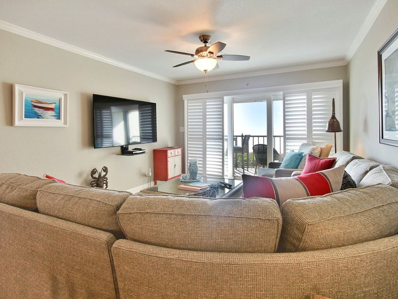 Land's End 402 building 10 Fully UPDATED /Private balcony with GULF views!, vacation rental in Treasure Island