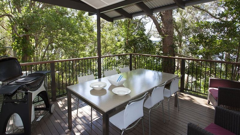 Eumarella Shores Noosa Lake Retreat 1brm Deluxe, holiday rental in Doonan