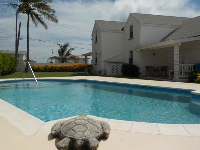 Great for surfers!!!  Lovely 2 bed 2 bath apt. with sea views and shared pool. – semesterbostad i Atlantic Shores