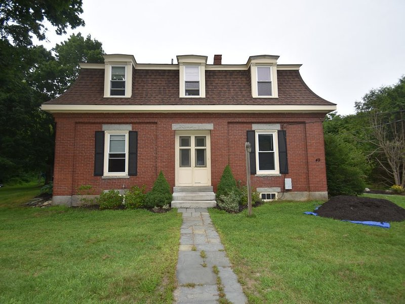 Historical New England 2Bedroom with 2 King beds Brick Building, vacation rental in Bowdoinham