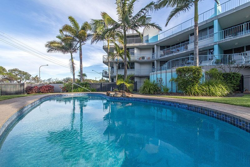 3BR Unit - Opposite the Maroochydore Beach at Cotton Tree, location de vacances à Alexandra Headland