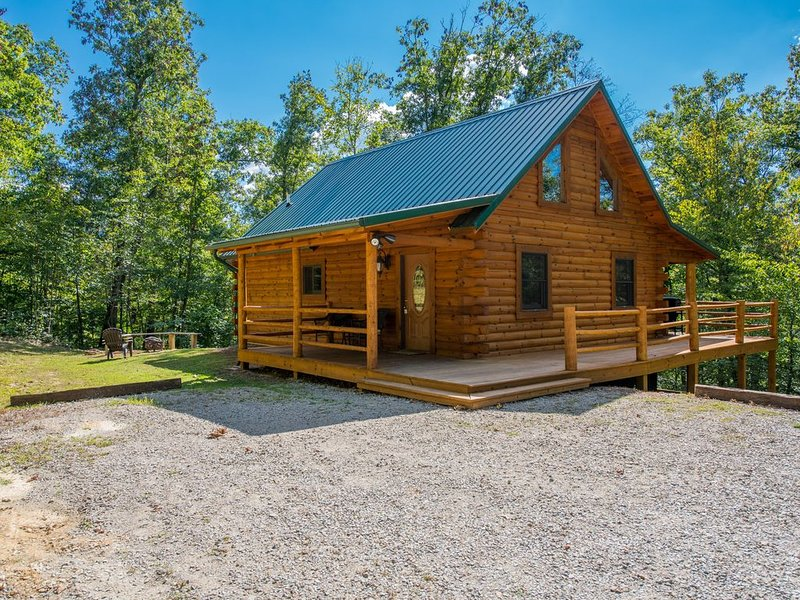 Beautiful pet friendly cabin close to Cantwell Cliffs! Private location!, holiday rental in Rockbridge